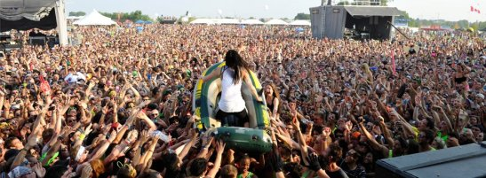 Steve Aoki, Crowd Surfing