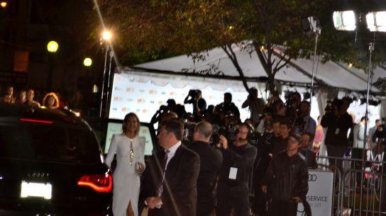 Kate Hudson, greeting cameras